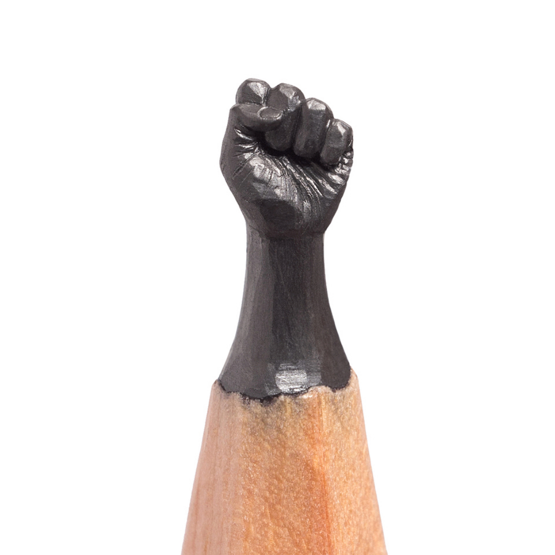 Remarkably detailed tiny sculptures on the tips of pencils