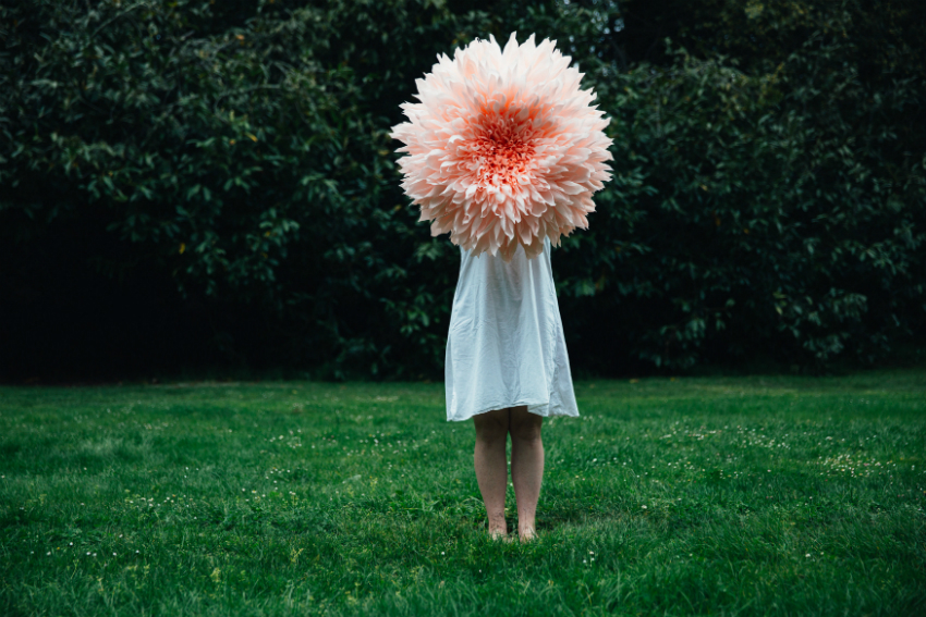 Artist makes enormous incredibly detailed paper flowers boing boing mightylinksfo