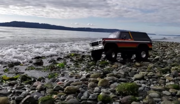 Video of small radio-controlled truck looks surprisingly ...