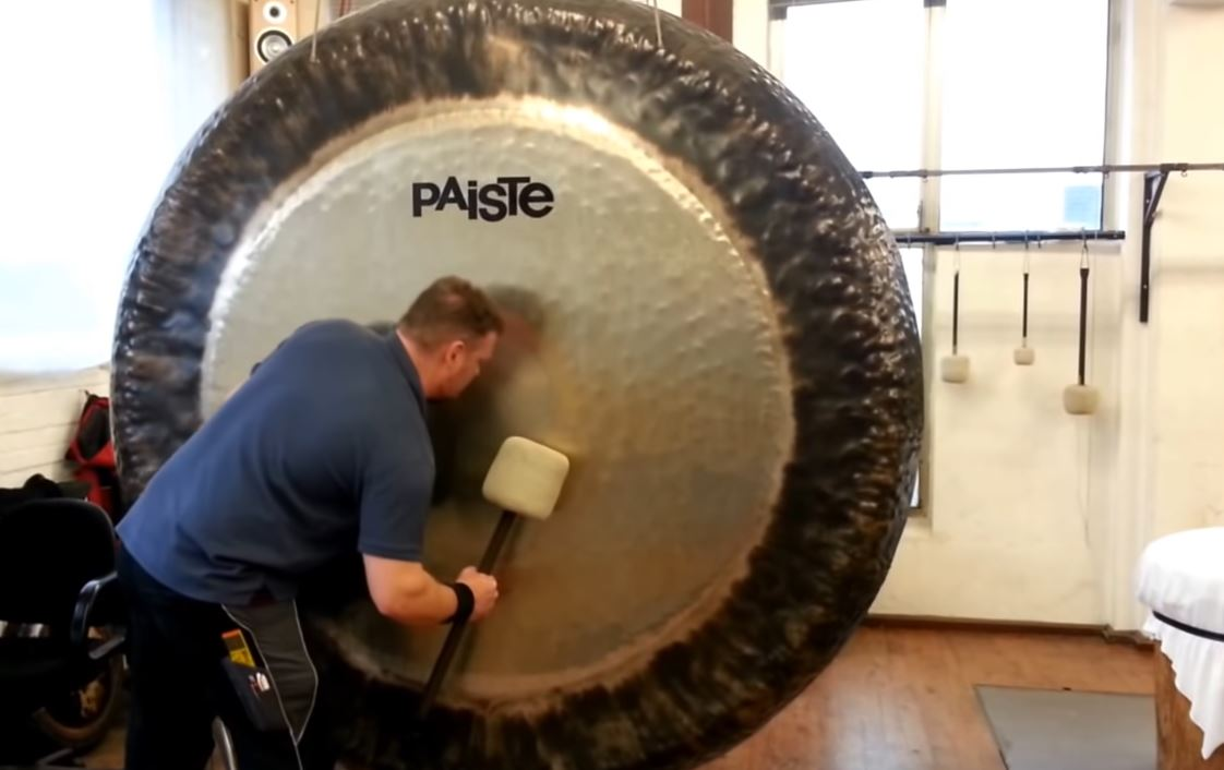 How To Play An 80-inch Symphonic Gong / Boing Boing