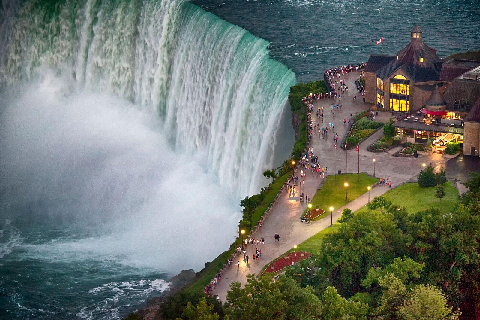 Man survives being swept over Niagara Falls