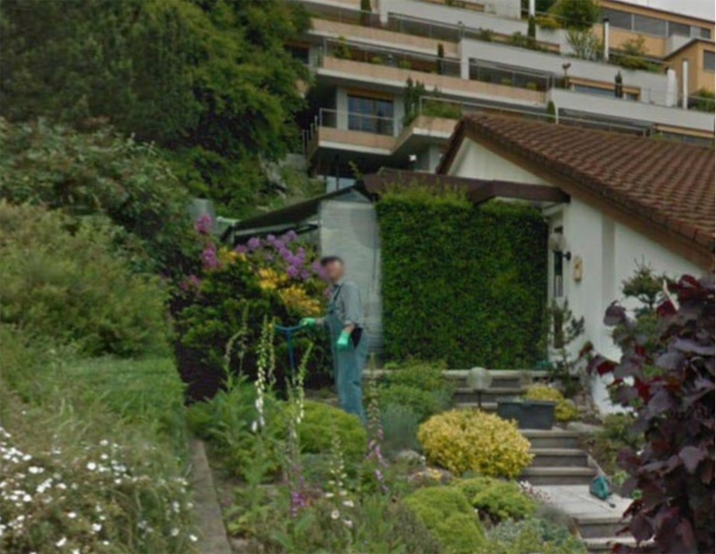 Visiting the dead on Google Street View